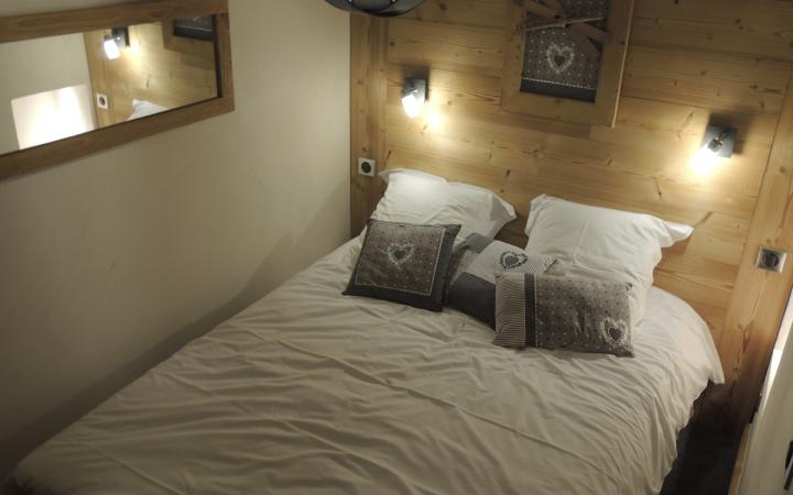 chambre  fermée : 1 lit double/Cabin bedroom : 1 double bed